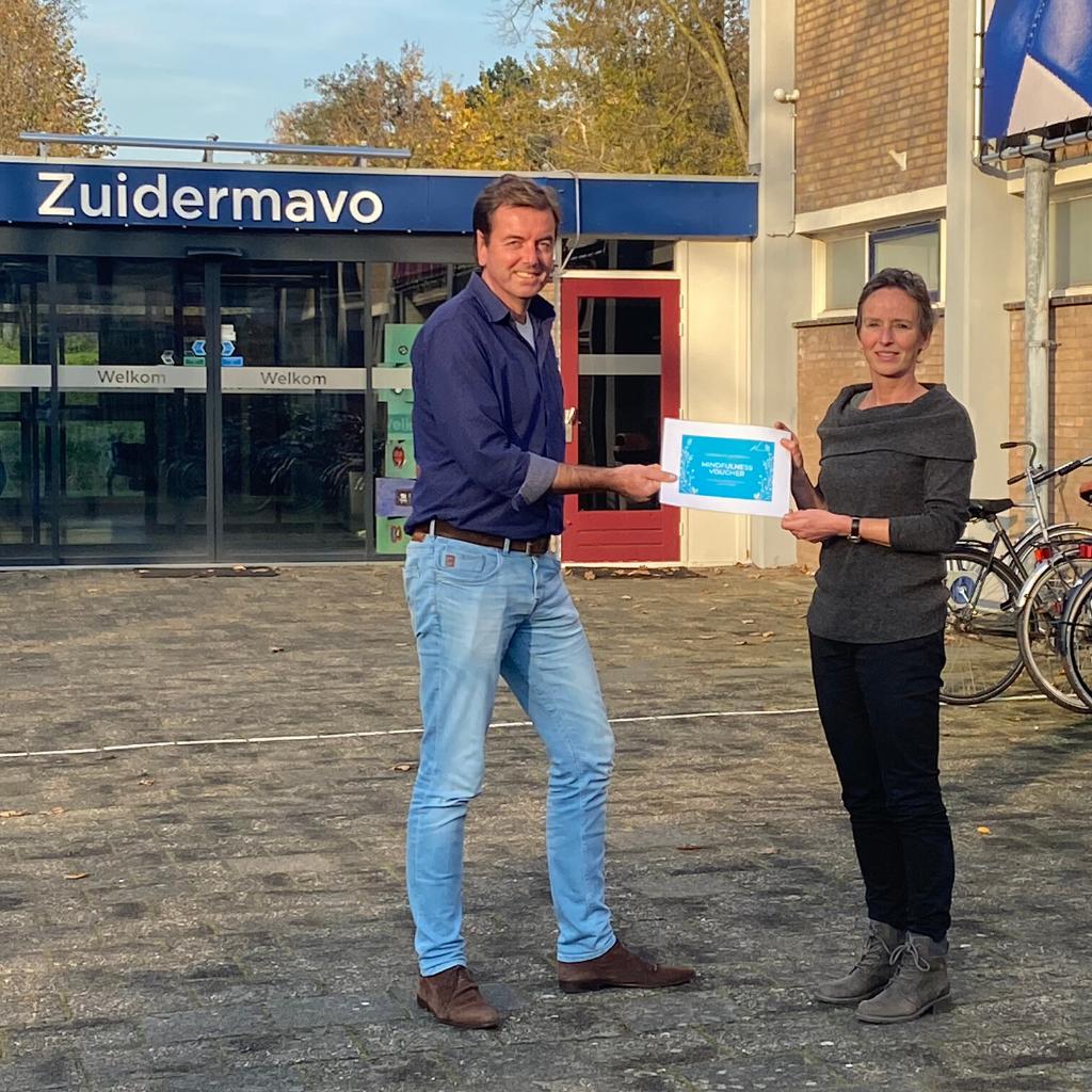 Uitreiking mindfulness prijs aan zuidermavo Rotterdam
